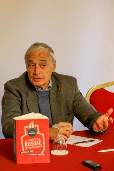 """Andreï GRATCHEV, historien et politologue, ancien conseiller et porte-parole de Mikhaïl Gorbatchev auteur de """"Le passé de la Russie est imprévisible, Journal de bord d'un enfant du dégel"""" (Alma Editeur, 2014) pendant une conférence de presse"""